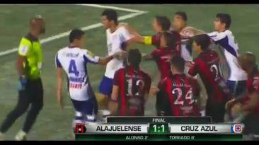 Batalla campal en la Concachampions: Alajuelense vs. Cruz Azul