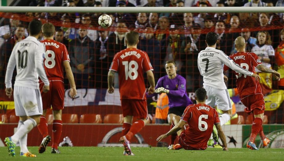 Real Madrid jugó como 'local' en Anfield y goleó 3-0 al Liverpool