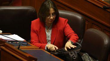 La oposición pide la renuncia de ministra Midori de Habich
