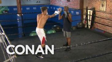 'Floyd Mayweather' le da una paliza a 'Justin Bieber' [VIDEO]