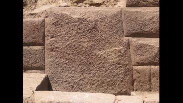 Piedra incaica con 13 ángulos fue descubierta en Huancavelica