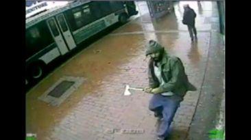 El atroz ataque con hacha contra policías de Nueva York [VIDEO]