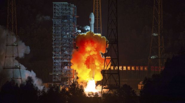 China lanza orbitador lunar experimental