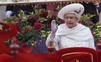 La reina Isabel fue insultada tras enviar su primer tuit