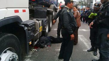 Policía murió atropellado por un camión en Plaza Unión