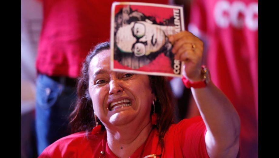 Brasil: Millones celebran la ajustada reelección de Dilma