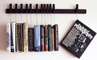 En este curioso librero tus obras estarán