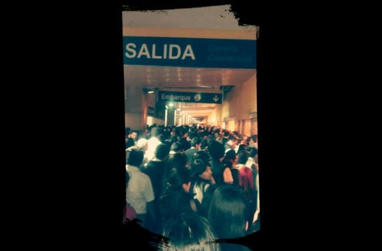 Colapso del Metropolitano: caos y largas colas en paraderos