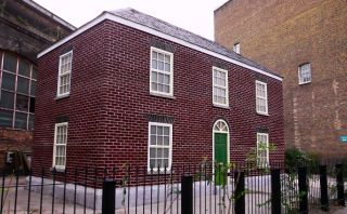 ¿Una casa que se derrite? Mira esta peculiar obra en Londres