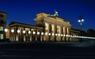 Berlín celebra la caída del Muro con instalación luminosa