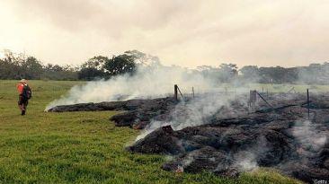 El imparable río de lava que amenaza a un pueblo de Hawái