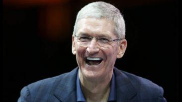 Tim Cook, presidente ejecutivo de Apple, reveló que es gay