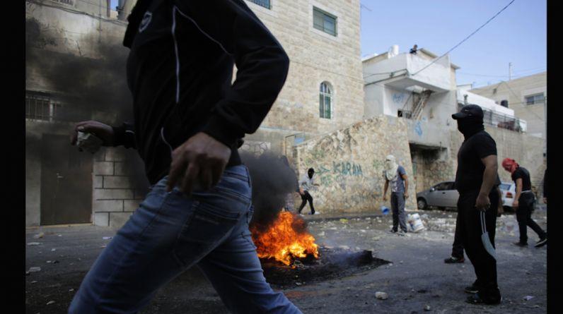 Un atentado contra un activista judío en la noche del miércoles y la muerte a tiros por la policía de su supuesto agresor palestino esta mañana desataron nuevos episodios de violencia en Jerusalén y obligaron a las autoridades a cerrar la Explanada de las Mezquitas para evitar disturbios. (Foto: Reuters)