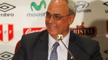 """Manuel Burga: """"Yo represento a democracia del fútbol peruano"""""""