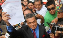 Abogado que tachó a Manuel Burga se fue furioso por su despido