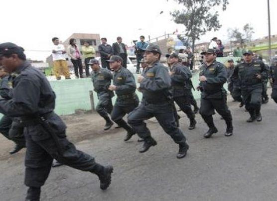 Halloween: Delincuente finge ser policía y dice que era disfraz