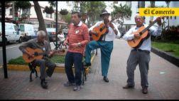 Adulto mayor: Denles una guitarra y un cajón y arman el jaranón