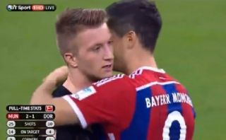 Marco Reus ignoró el abrazo de Robert Lewandowski