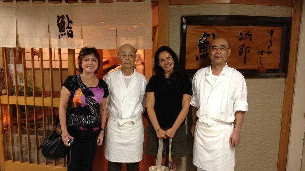 Encuentro en Sukiyabashi Jiro, junto al maestro, su hijo y a la periodista Rosa Rivas de El País.