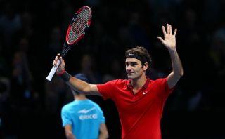 Roger Federer venció a Raonic en su debut en Masters de Londres