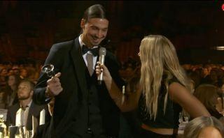 Zlatan, el mejor futbolista sueco ¿fue premiado con una bocina?