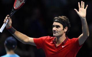 Federer derrotó a Nishikori y ya casi está en semis de Londres