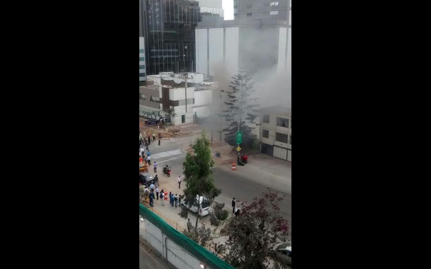 Otros edificios fueron evacuados por temor a más explosiones. (Foto: WhatsApp/El Comercio)