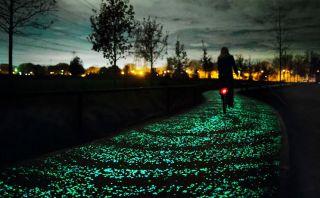 Van Gogh: Este camino en Países Bajos brilla en la oscuridad