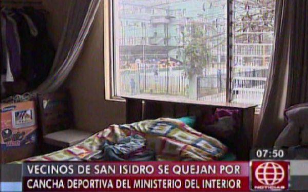 San isidro vecinos se quejan por bulla en cancha del for Ministerio del interior san isidro