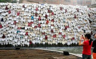De baño a arte: Conoce esta turística fuente hecha de retretes