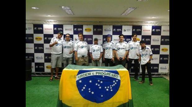 Finalistas durante torneo de PES organizado por Konami y Sony en Brasil. (Foto: Renzo Cordiglia)