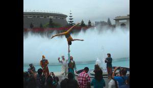 Cirque du Soleil hizo flashmob en el Circuito Mágico del Agua
