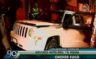 Chorrillos: carro se incendió tras chocar y su chofer huyó