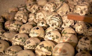 La Casa de lo Huesos: Mira esta capilla llena de cráneos