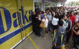 Venezuela: Miles hacen colas por electrodomésticos baratos