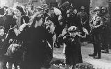 Roban zapatos de víctimas del Holocausto expuestos en museo