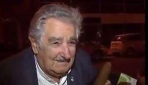 Mendigo pidió propina a Mujica... ¡mira lo que pasó!