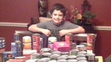 Facebook: niño junta 200 kilos de comida para los necesitados