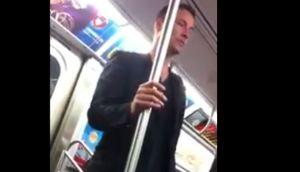 Keanu Reeves le cedió el asiento a una señora en el subte