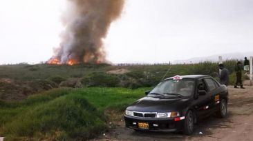 Incendio en pantanos de Villa afecta zona de carrizales
