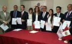 Manuel Velarde recibió credencial como alcalde de San Isidro