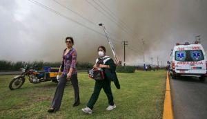 Incendio en pantanos de Villa obliga a evacuar dos colegios