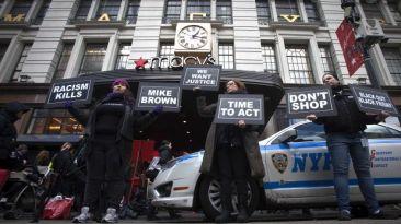 Michael Brown: Cientos sabotean el Black Friday en Ferguson