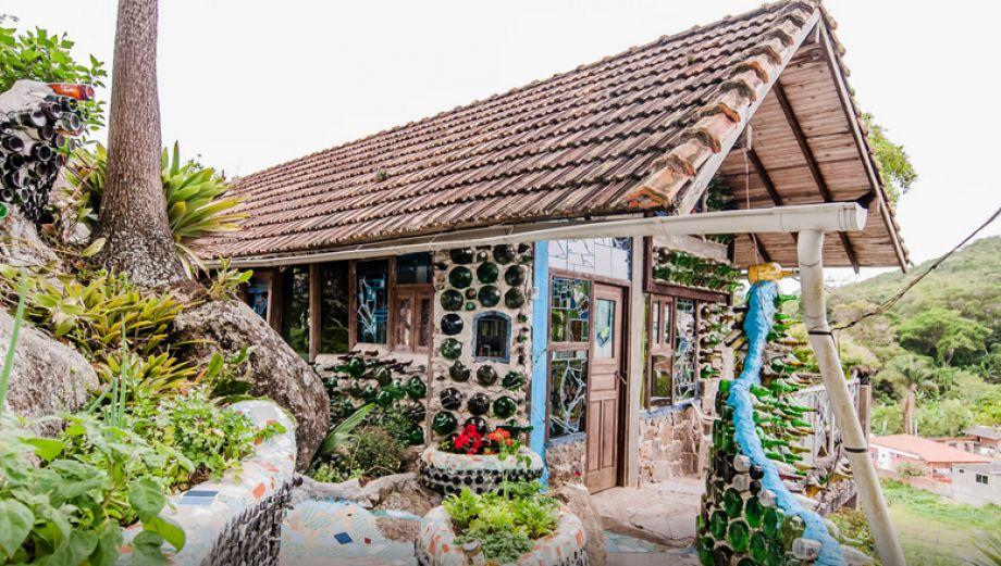 Cabaña Gaudi: Conoce esta casa de botellas en Florianópolis
