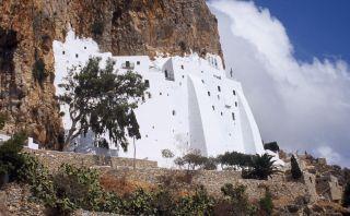 Este monasterio griego está incrustado en un acantilado