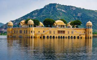 Jal Mahal, un palacio construido sobre el agua en la India