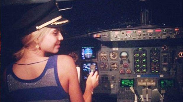 """Twitter: piloto perdió trabajo por """"entregar cabina"""" a actriz"""
