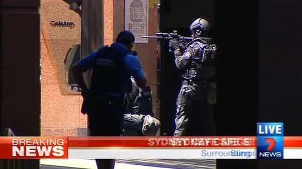 Sidney: Estado Islámico retiene a decenas de personas en café