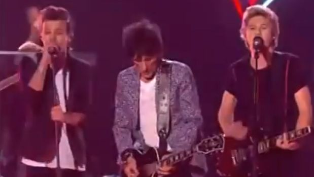 One Direction tocó con Ronnie Wood.