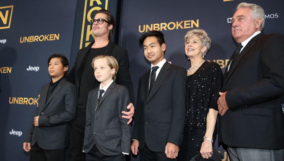 Brad Pitt e hijos tomaron lugar de Angelina Jolie en premiere